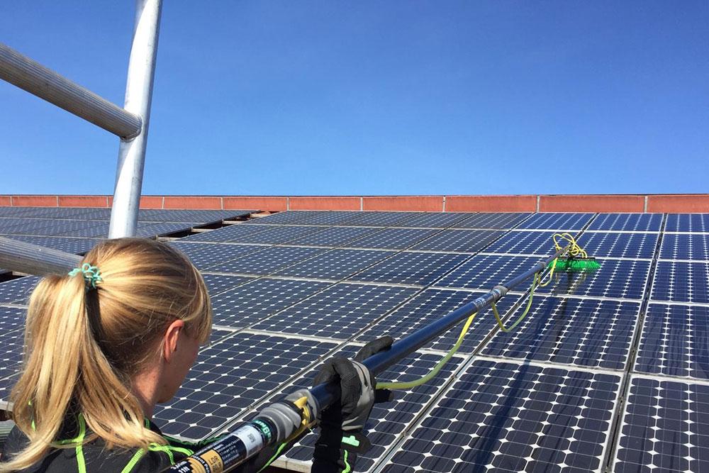 Bild: Wischfix / Photovoltaikanlagenreinigung